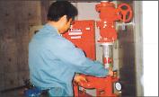 写真:消火栓設備の点検
